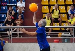 Những mái đầu bạc cùng niềm đam mê bất tận với bóng chuyền hơi