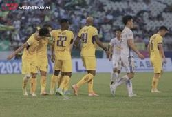 Thảm bại trước SLNA, Quảng Nam gần hơn với tấm vé xuống hạng