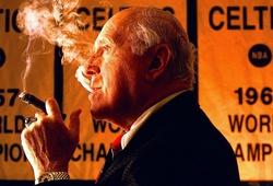 """""""Điếu xì gà vô địch"""" và văn hoá ăn mừng có một không hai của HLV huyền thoại NBA"""