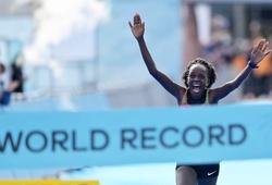 Cô gái Kenya phá kỷ lục thế giới bán marathon ở Ba Lan