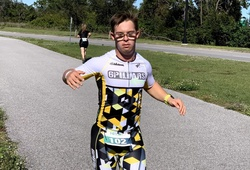 Chàng trai 21 tuổi phấn đấu là Người mắc chứng Down đầu tiên trên thế giới hoàn thành Ironman 140.6