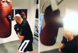 Tyson Fury dùng clip đấm bao 'sập trần' cảnh báo đối thủ