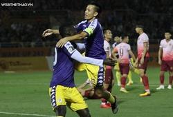 """Văn Quyết """"đánh bại"""" Quang Hải, ẵm giải Cầu thủ xuất sắc nhất 2020"""