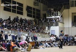 Sân Y thất thủ, khán giả vắt vẻo bên lan can xem Chung kết Giải BR trẻ HN