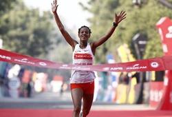 """Cô gái Ethiopia lập kỷ lục 21,1km tại """"Giải chạy nguy hiểm nhất thế giới năm 2020"""""""