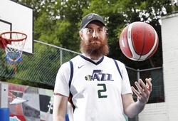 Bị loại khỏi đội tuyển trung học, chàng trai mua luôn CLB NBA để chơi cùng những siêu sao