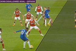 Tiền đạo Chelsea suýt mất bàn thắng bằng ngực vì việt vị đầu gối