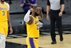 LeBron James mừng sinh nhật với 26 điểm, Lakers thắng trận thứ ba