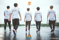 Suning Gaming sẽ rao bán đội hình LMHT cho Weibo?