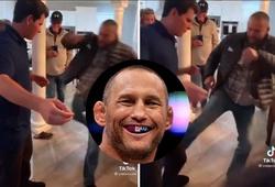 """Huyền thoại MMA Dan Henderson đá """"sụm giò"""" bạn trai của con gái đêm giao thừa"""
