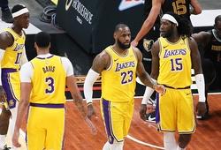 """LeBron James ghi điểm """"clutch"""", hoàn tất chuyến du đấu với thành tích bất bại"""