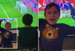 Con trai Messi ăn mừng siêu phẩm của cha