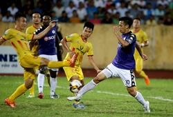 """Đội hình ra sân Nam Định vs Hà Nội: Mai Xuân Quyết """"gánh"""" đội, đấu Quang Hải"""