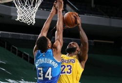 LeBron James rủ Caldwell-Pope dội mưa 3 điểm nhấn chìm Milwaukee Bucks