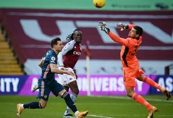 Hậu vệ mắc sai lầm khiến thủ môn Arsenal có màn ra mắt thảm họa