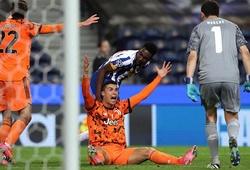 """Ronaldo """"tàng hình"""" trước Porto sau khi giành giải Puskas"""