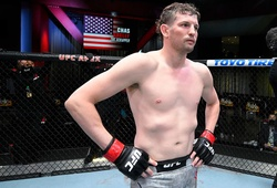 Sự cố hi hữu tại UFC Fight Night 185: Võ sĩ rút lui ngay trước phút lên đài vì... rút cơ lưng