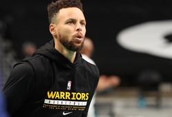 Rời sân chỉ tích tắc trước giờ thi đấu, chuyện gì đã xảy ra với Stephen Curry?