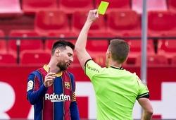 Messi bị tố dùng tay đánh đối thủ nhưng không bị thẻ đỏ