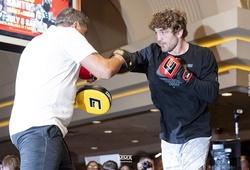 Ben Askren khiến fan lo lắng khi tung video tập luyện chuẩn bị đấu Jake Paul