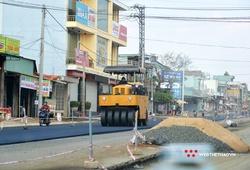 """Làm đường """"siêu tốc"""" phục vụ VĐV chạy Tiền Phong Marathon 2021"""