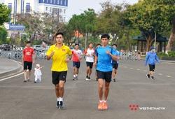 """VĐV ráo riết """"bào đường luyện giò"""" trước giờ đua Tiền Phong Marathon"""