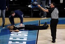 Khoảnh khắc đáng sợ chưa có lời giải trong trận Tứ kết NCAA March Madness