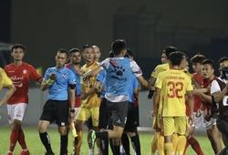 Thủ môn Thanh Thắng bất ngờ lên tiếng sau vụ đánh gãy răng trọng tài