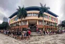 Hàng trăm thí sinh xếp hàng dài đợi Try Out Hanoi Buffaloes