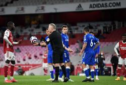 Arsenal mất phạt đền tranh cãi khi VAR bắt việt vị từng milimet