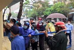 Bất chấp mưa gió, CĐV Thanh Hoá xếp hàng mua vé trận gặp HAGL