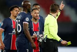 Neymar và Mbappe nổi giận khi De Bruyne thoát thẻ đỏ
