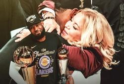 """Bà chủ Lakers gây tranh cãi khi đưa LeBron vào """"Top 5 huyền thoại Lakers"""""""