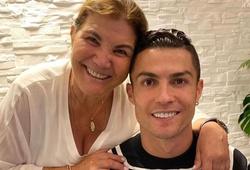 Tuyên bố của mẹ Ronaldo khiến CĐV Juventus thất vọng