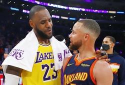 """LeBron James """"clutch"""" đẳng cấp, LA Lakers vào Playoffs xứng đáng trước Warriors"""