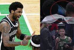 """Video: Kyrie Irving bị CĐV Celtics quá khích ném chai nước vào đầu sau khi """"thả nhẹ"""" 39 điểm"""