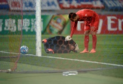 Xem lại pha cản phá penalty và đốt đền trong tích tắc của Bùi Tấn Trường