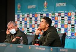 UEFA tuyên chiến với hành động bỏ đồ uống tài trợ của Ronaldo