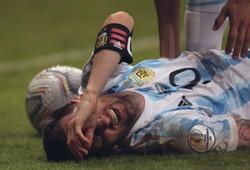 """Choáng với hình ảnh Messi kiệt sức """"gánh team"""" giúp Argentina hạ Uruguay"""