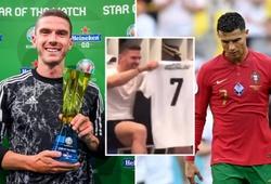 """Cầu thủ hay nhất trận Robin Gosens """"trả đũa"""" Ronaldo vụ đổi áo"""