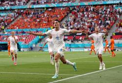 Patrik Schick tiếp tục bám đuổi Ronaldo với số bàn kinh ngạc