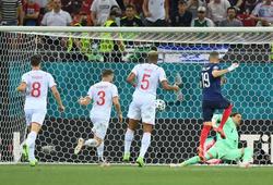 Benzema giúp Pháp từ địa ngục lên thiên đường trong vòng 4 phút