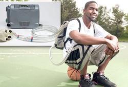 Chàng VĐV bóng rổ đặc biệt với chiếc balo chứa đựng trái tim