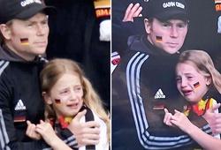 Khoảnh khắc hàng nghìn CĐV Anh cười nhạo cô bé fan Đức bị lên án mạnh mẽ