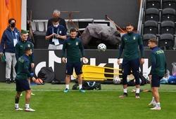 Trước đại chiến với Tây Ban Nha, Italia tập ở sân của đội hạng 5 nước Anh