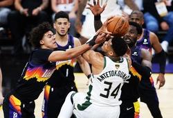 Đi vào lịch sử, Giannis Antetokounmpo vẫn không thể cùng Bucks chống lại Phoenix tại Game 2