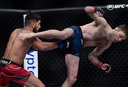 """""""Phù thủy BJJ"""" Ryan Hall bị bắt bài, thua knockout chóng vánh trước Ilia Topuria"""