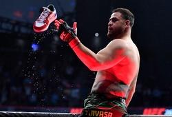 """Kết liễu Greg Hardy, Tai Tuivasa trở lại với màn """"uống bia bằng giày"""" đặc trưng"""