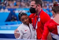 """Olympic Tokyo 2021 sốc nặng: """"Nữ hoàng TDDC"""" Mỹ Simone Biles bỏ chung kết đồng đội"""