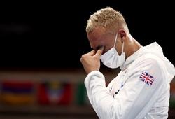 Võ sĩ Boxing bật khóc, không đeo huy chương khi về nhì tại Olympic